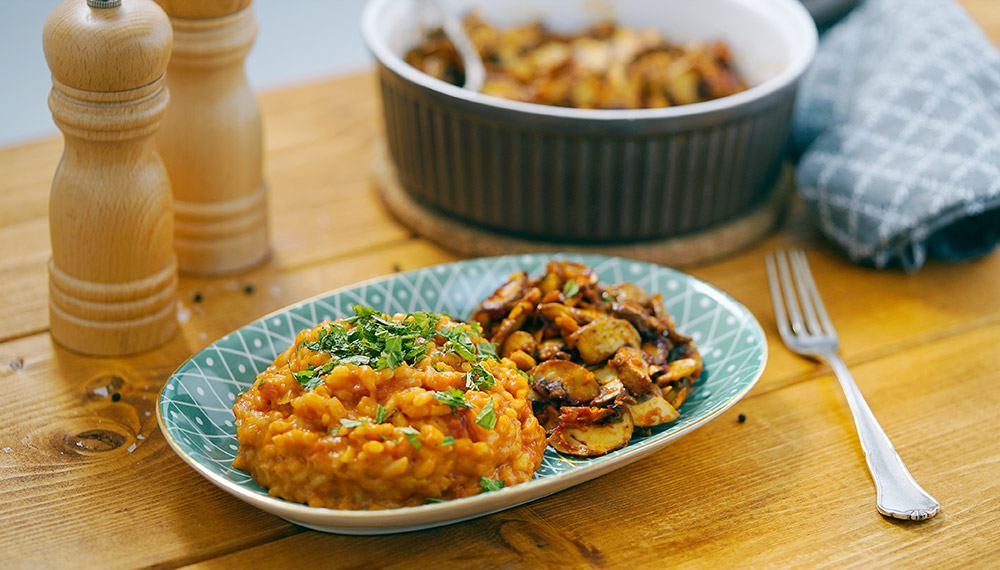 Tomato rice with fried garlic mushrooms